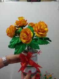 Lindas flores artificiales en eva