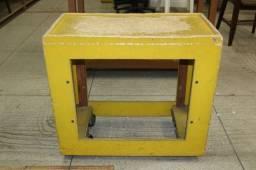 Título do anúncio: Carrinho Auxilar c/ rodas em Madeira Amarelo 64 cm x 69 cm x 36 cm