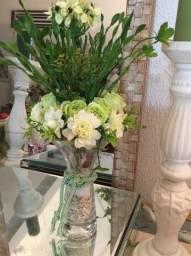 Arranjos florais artificiais e natalinos artesanais