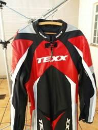 Macacão motociclista, em couro, marca Texx - Seminovo