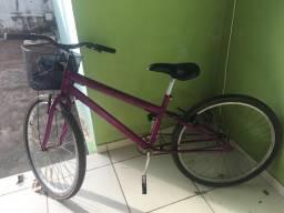 Bicicleta na cor roxa linda
