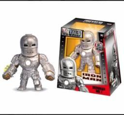 Homem de ferro de metal
