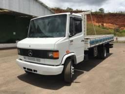 Caminhão mb 710 ano 11/11 muito nova - 2011
