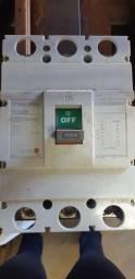 <br>Vendo Disjuntor Caixa Moldada Tripolar 450A <br><br>
