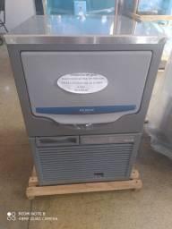 Máquina de gelo Macom Hoshizaki 45A/ DP 14KG 220v