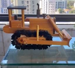 Título do anúncio: Artesanato: Trator de madeira.