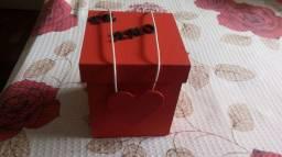 Vendo caixinha para colocar bombom ou bijuterias cordão