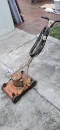 Máquina de cortar grama