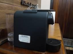 Máquina de café Nespresso Essenza mini.