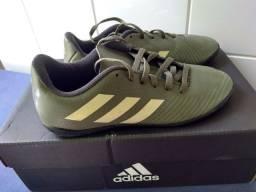 Chuteira Futsal Adidas 33 impecável
