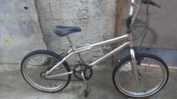 Bicicleta Cross aro 20 bem conservado  semi nova