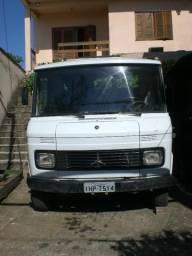 Caminhão MB 608 com baú de 5,40 mt.X2,10