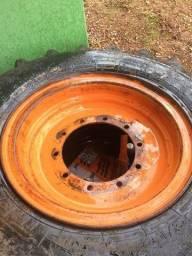 5 Rodas com pneus 1.500,00 cada