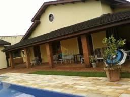Casa em Peruibe com piscina, à 1.000 metros da praia.