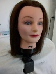 Cabeça de boneca utilizada em curso de cabeleireir