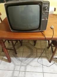 Vendo televisão antiga