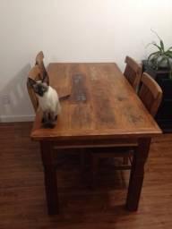 Mesa de madeira de demolição com 2 cadeiras