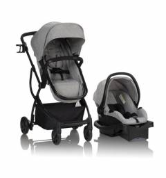 Carrinho com bebê conforto Urbini