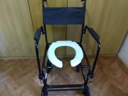 Cadeira de rodas para tomar banho