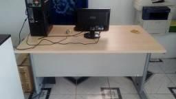 Linda mesa de escritorio