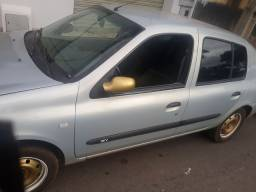 Clio sedan 2004