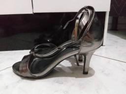 Sandália com saltinho