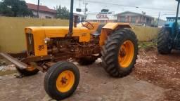 Trator Agrícola Valmet 85, com direção hidrostática/hidráulica e Guincho TMO 18 Toneladas