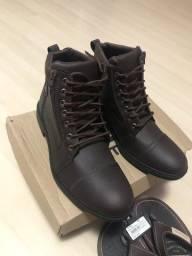 Título do anúncio: Vendo par de botas novas, cor café, tam. 41