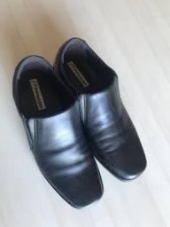 Título do anúncio: Vendo sapatos novos, couro, tam. 41