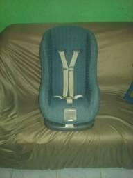 Cadeira de criança de um a cete anos em ótimo estado de uso