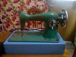 Máquina de costura modelo antiga