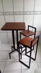 Conjunto mesa e duas banquetas estilo industrial