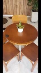 Mesas e Cadeiras Dellabruna