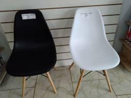 Cadeiras Charles eames Novas.