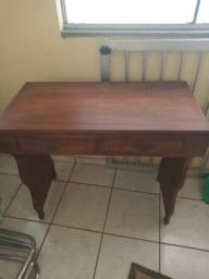 Linda mesa de madeira nobre antiga 380,00