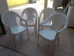 4 Cadeiras reforçada em perfeito estado.
