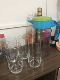 Jarra de suco com 4 copos