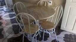 Mesa 4 cadeiras 250$ e Fogão 6 bocas bem conservado. forno otimo 300$