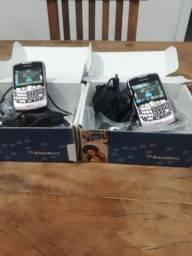dois celular blackberry.
