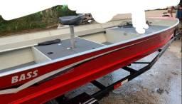 Vendo barco bass  maresias 5,30mt  registro 2020