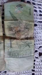 Vende três nota de um real   E  nota de 5  Euro