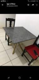 Oportunidade mesa com duas cadeiras