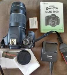 Canon T3i com lente 75-300mm e bolsa