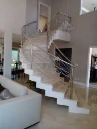Escadas e cozinha de granitos nacionais e importados