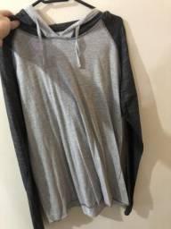 Camiseta manga comprida com capuz