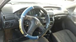 Vende-se este Astra motor e caixa e suspensão 100% - 1995