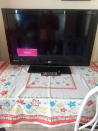 Uma  tv semp Toshiba