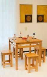 Jogo de mesa + 4 banquetas