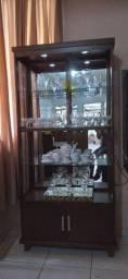 Cristaleira de madeira completa