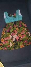 Trabalho com consertos de roupas e faço roupas tambem infantins e adultos